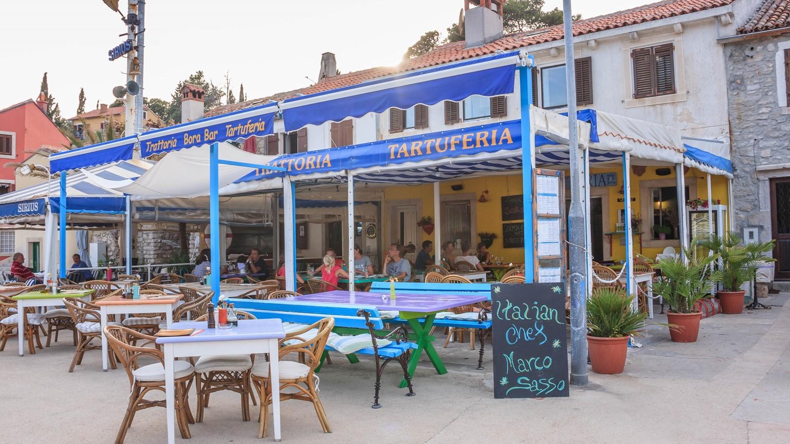 Bora bar (tavern)