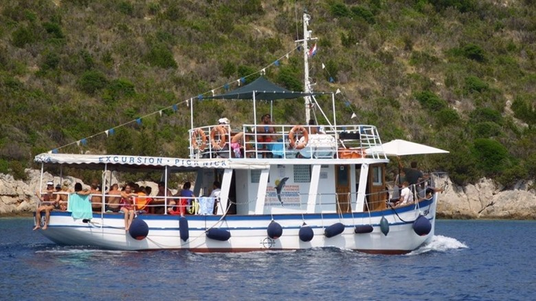 Grota (excursion boat)